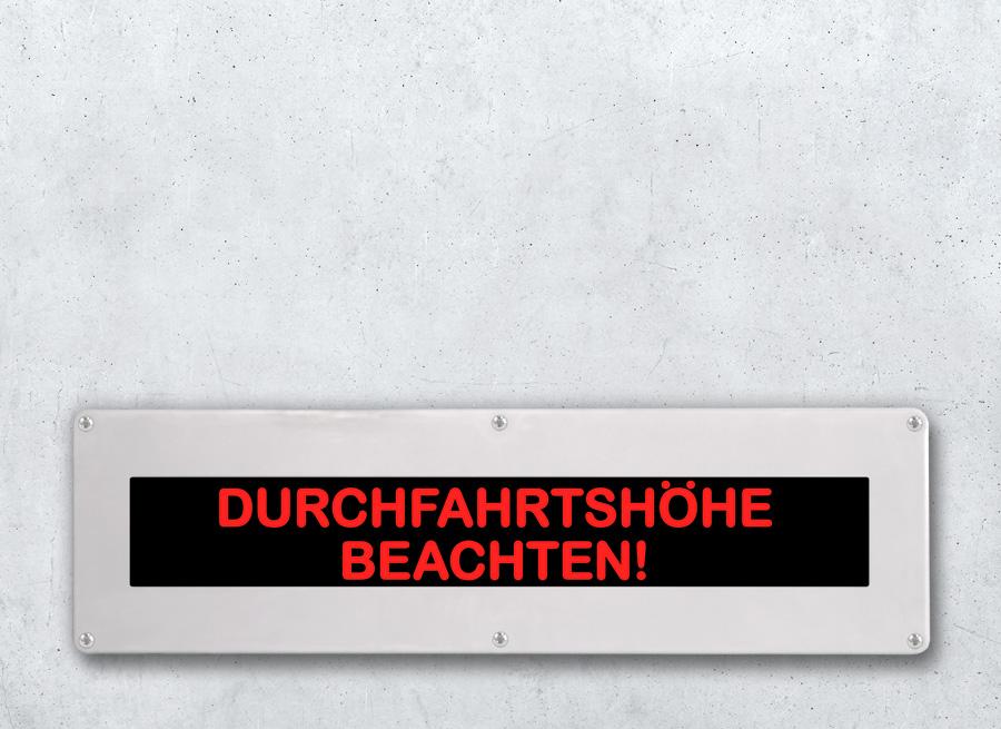 LED Anzeige mit Festtext 2-zeilig hinterleuchtet im Kunststoff Wandgehaeuse