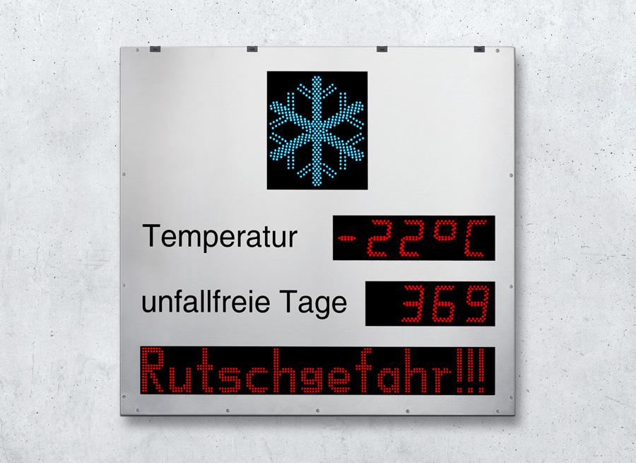 Digitales Großtextanzeigesystem für die Werkseinfahrt als Unfallfreie-Tage-Zähler mit Text- und Temperaturanzeige und Frostwarnsymbol